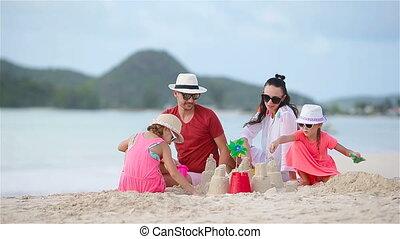 famille, exotique, sable, confection, plage château, blanc