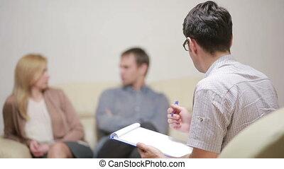 famille, gens, jeune, fâché, couple., inquiété, portion, psychologue, mâle, therapy.