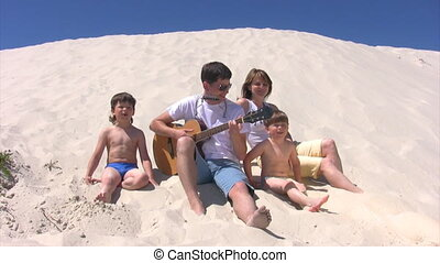 famille, harmonica, chant, guitare, assied, plage