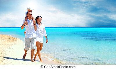 famille, jeune, amusement, heureux, plage, avoir, vue