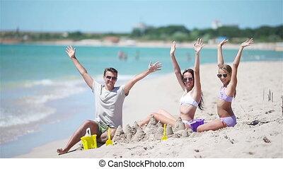 famille, jouets, père, sable, exotique, gosses, plage château, jouer, plage., confection