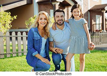 famille, maison, leur, poser, nouveau, heureux