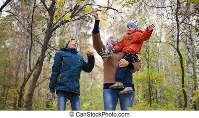 famille, parc, leaves., jaune, enfants, automne, girl, rire, sourire, jets, heureux