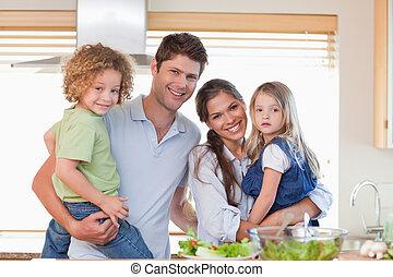 famille poser, heureux