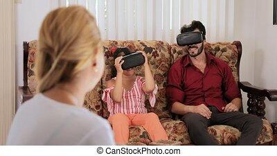 famille, réalité virtuelle, maman, mère, portrait, sourire, jouer, heureux