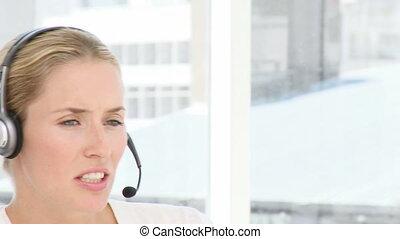 femme, écouteurs, business