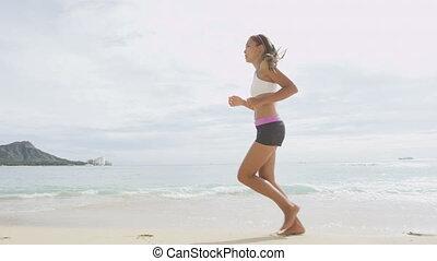 femme, été, déterminé, rivage, jogging, pendant