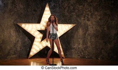 femme, étoile, mouvement, fond, lent, retro, briller, chant, microphone