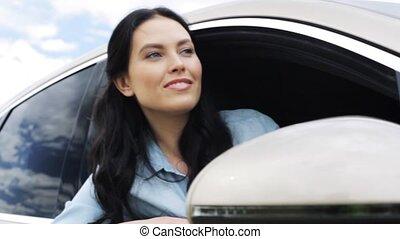 femme, 14, séance, voiture, main, onduler, heureux, homme