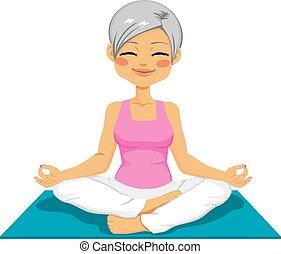 femme aînée, yoga