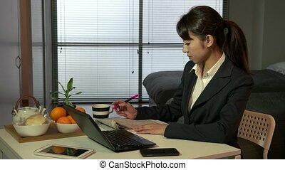femme affaires, directeur, asiatique, fonctionnement