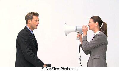 femme affaires, par, cris, porte voix