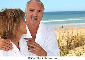 femme, affectueusement, elle, dunes, sable, mûrir, associé, fixer