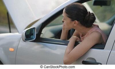 femme, aide, séance, voiture, appeler, cassé