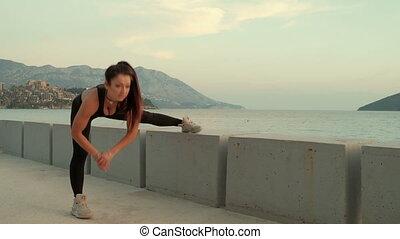 femme allonger, rue, exercices, outdoors., sport