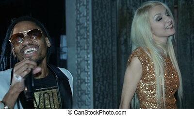 femme, américain, africaine, blond, chant, duo, homme