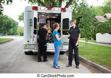 femme, ambulance, personnes agées, personnel