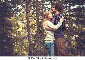 femme, amour, couple étreindre, jeune, fond, homme, extérieur, romantique, forêt, nature