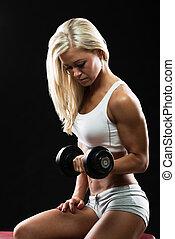 femme, athlétique, séance entraînement, jeune, fitness, haltère