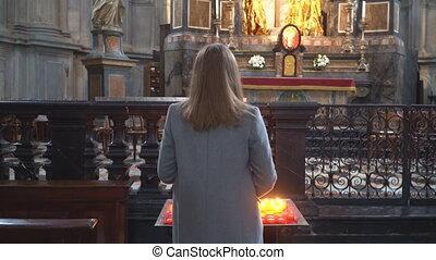 femme, autel, bougie, church., tenue