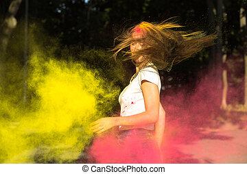 femme, autour de, elle, vibrant, impressionnant, jeune, cheveux, couleurs, exploser, vent