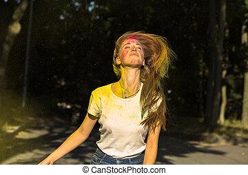 femme, autour de, elle, vibrant, jeune, cheveux, couleurs, exploser, joli, vent