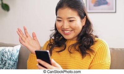 femme, avoir, vidéo, smartphone, appeler, asiatique