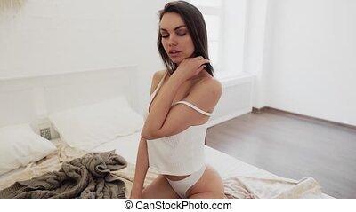 femme, beau, blanc, lingerie sexy, lit