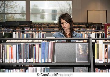 femme, bibliothèque