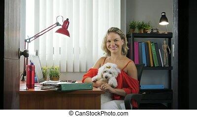 femme, bureau fonctionnant, chouchou, 5-portrait, chien, business