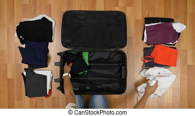 femme, concept, elle, sommet, emballage, tri, valise, vue, voyage, vêtements