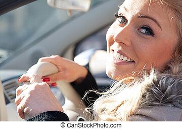 femme, conduite, voiture, jeune, blonds, amical