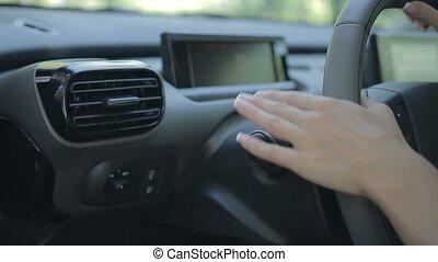 femme, conduite, voiture, signal, virage, commutateur, utilisation