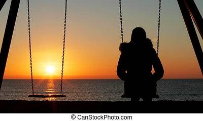 femme, contempler, coucher soleil, oscillation, seul, plage