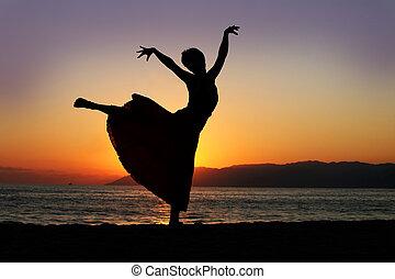 femme, coucher soleil, danse