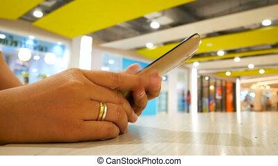 femme, coup, téléphone, peu profond, haut, foyer, champ, profondeur, intelligent, mains, fin, utilisation, sélectionner