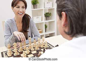 femme, &, couple, échecs, homme, jouer, heureux