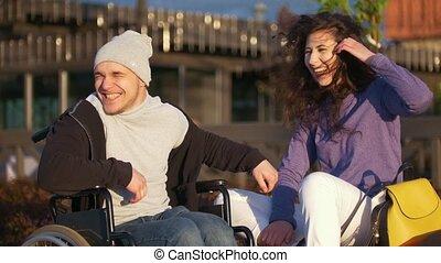 femme, couple, -, jeune, ensemble, handicapé, coucher soleil, homme, apprécier, fauteuil roulant, heureux