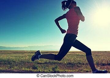 femme, coureur, bord mer, jeune, traîner courir, fitness, levers de soleil
