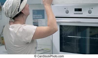 femme, cuisine, poêle, nouveau, chooses