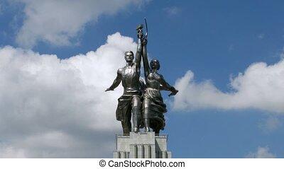 femme, défaillance, temps, ouvrier, nuages, kolkhoz, monument, devant, dépassement