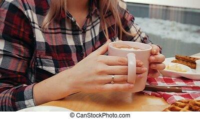 femme, -, déjeuner, café buvant, couple, avoir, jeune