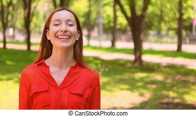 femme, dehors, rire, adulte, portrait