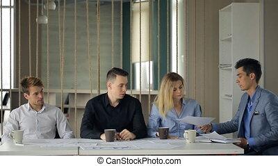 femme, donner, gens, même, veste, autre, chaîne, par, complet, séance, table., documents, homme