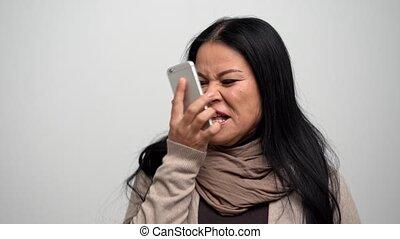 femme, elle, fâché, téléphone, asiatique, crier