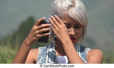 femme, elle, fixation, prendre, cheveux, selfy