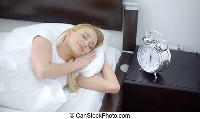 femme, elle, horloge, reveil, dormir, joli, suivant