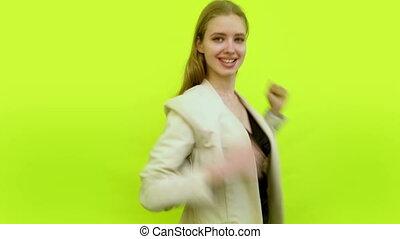 femme, espace, gesticuler, danse, avoir, studio, autour de, mains, amusement, faire idiot