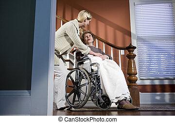 femme, fauteuil roulant, personnes agées, portion, maison, infirmière