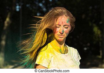 femme, festival, voler, jeune, cheveux, célébrer, holi, glorieux
